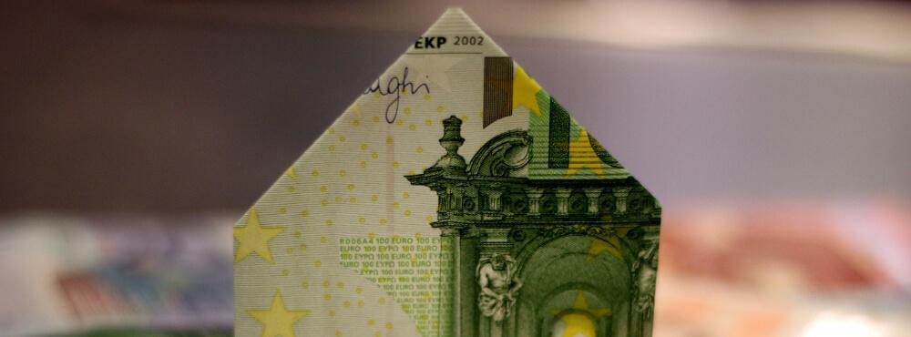 100€-Schein als Haus gefaltet